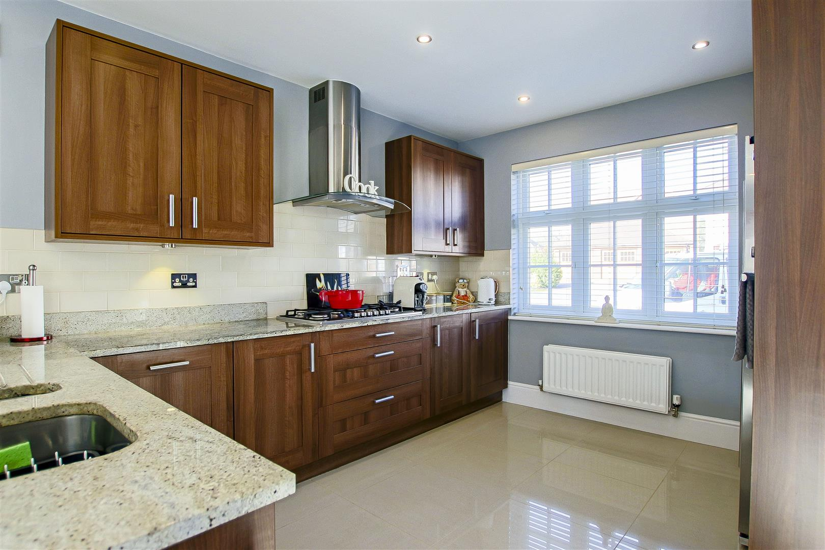 5 Bedroom Detached House For Sale - Main Image